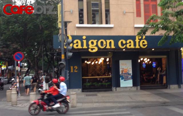 Saigon Cafe tại phố đi bộ Nguyễn Huệ.