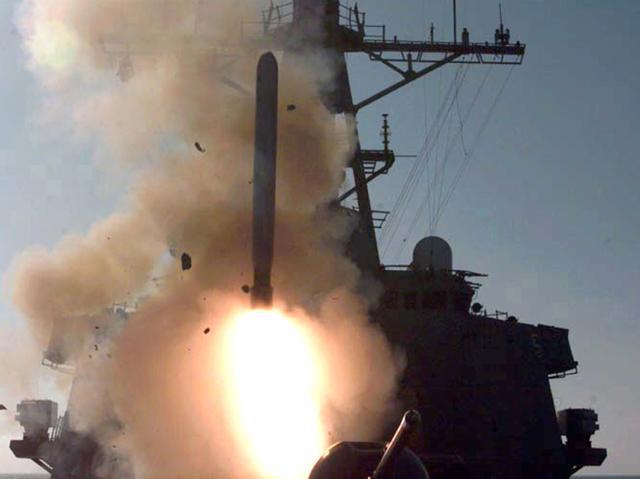 Một tên lửa Tomahawk rời bệ phóng trong cuộc không kích Cáo sa mạc. Ảnh: Wikipedia