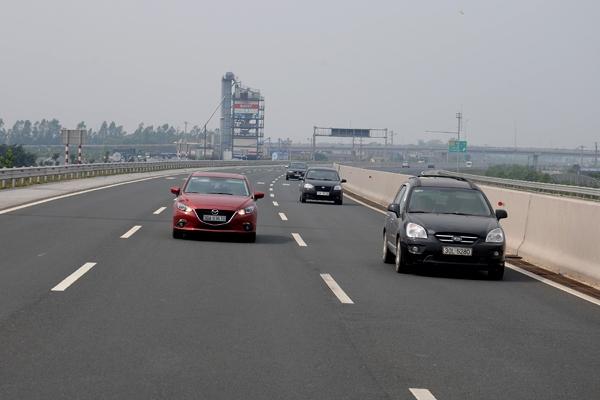 Việt Nam hiện có khoảng 750km cao tốc, nhưng chưa có trạm cấp cứu nào trên các tuyến này - Ảnh: Tạ Tôn