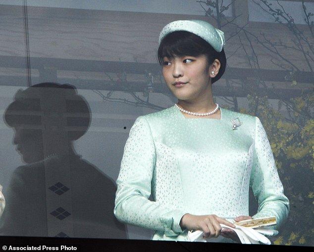 Công chúa Nhật Bản chấp nhận từ bỏ địa vị Hoàng gia để kết hôn cùng người mình yêu.