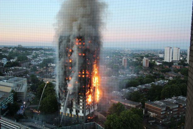 Tòa nhà bị thiêu cháy suốt 5 tiếng.