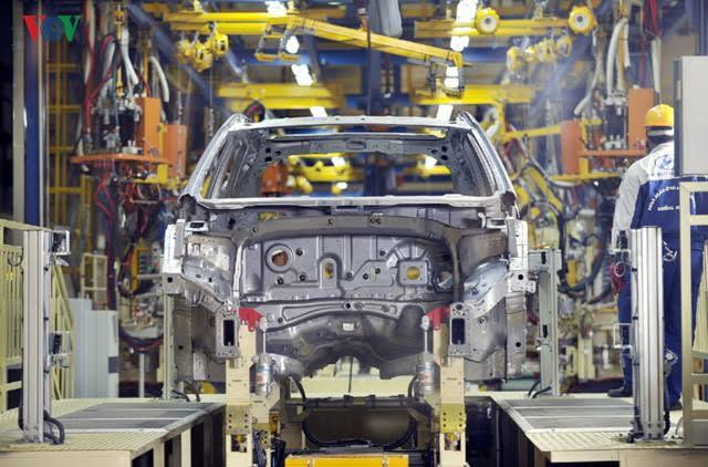 Giá ô tô sản xuất lắp ráp trong nước giảm mạnh khi thuế giảm