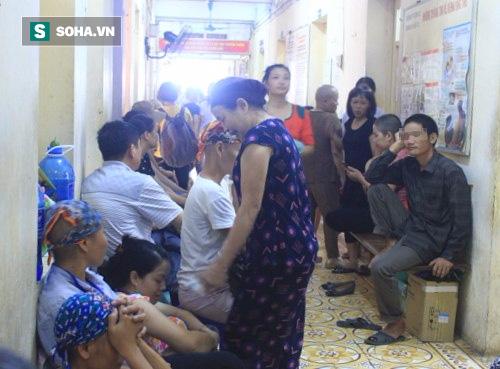 Bệnh nhân ung thư vú khám và điều trị tại Bệnh viện K cơ sở 1.
