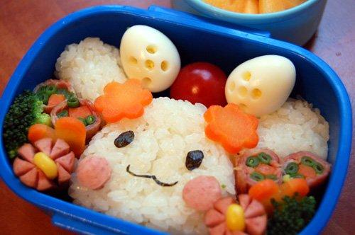 Đồ ăn trưa của con được cha mẹ Nhật chuẩn bị rất chu đáo.