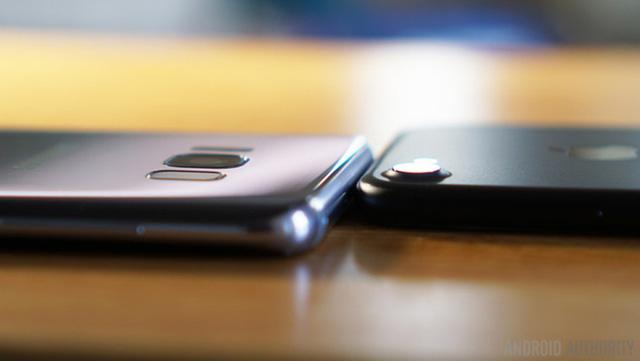 Samsung đang dần giải quyết được vấn đề cụm camera sau vừa lớn, vừa lồi, vừa thô từng bị chê tơi tả.