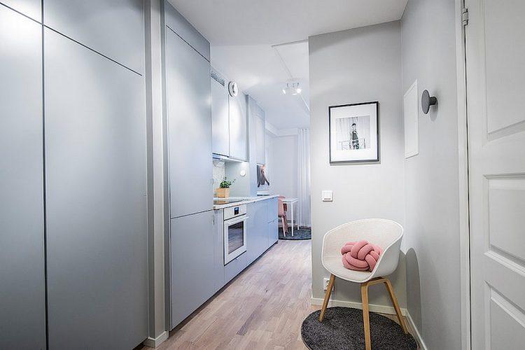 Tông màu sáng được sử dụng xuyên suốt mọi không gian giúp ngôi nhà nhỏ trở nên thoáng sáng và rộng rãi hơn.