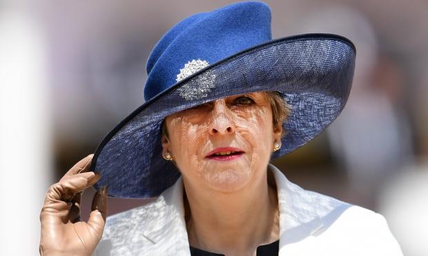 Thủ tướng Anh Theresa May đang vất vả để điều hành chính phủ phố Downing