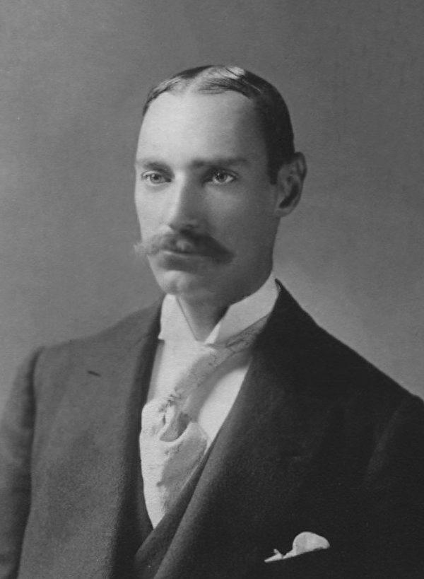 Tài sản của Astor thậm chí có thể mua được tới 10 chiếc tàu Titanic, nhưng trong giây phút sinh tử kia, ông lại không hề trốn chạy mà tìm cách để bảo vệ phái yếu và gia đình của mình cũng như dành cơ hội cho người khác. (Ảnh: Nguồn Internet).