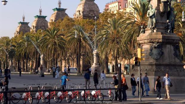Người dân Tây Ban Nha cũng thích đạp xe và đi bộ, thay vì sử dụng các phương tiện cá nhân cho cự ly gần.