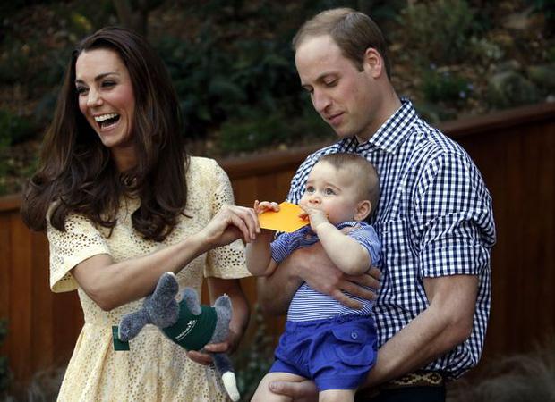 Công nương Kate và Hoàng tử William cũng từng đưa con đi cùng máy bay trong chuyến công du Úc trước đây.