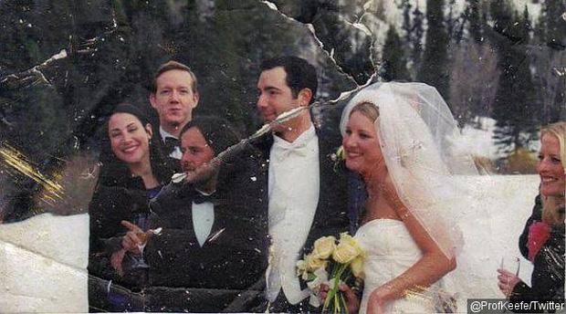 Khoảnh khắc hạnh phúc trong tấm hình khiến cho Elizabeth bao nhiêu năm day dứt (Ảnh: Internet)