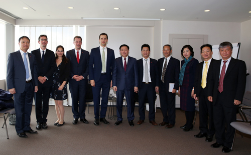 Phó Thủ tướng Vương Đình Huệ tiếp lãnh đạo công ty Pharma Group và Hiệp hội dược phẩm châu Âu EFPIA. Ảnh: VGP/Thành Chung