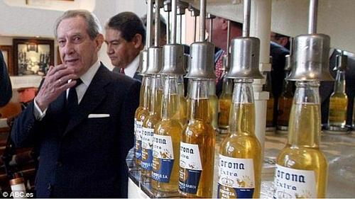 Người sáng lập ra hãng bia Corona - ông Fernández