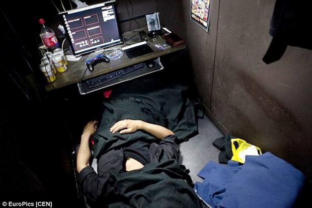 Fumiya thường ngủ như vậy mỗi đêm.
