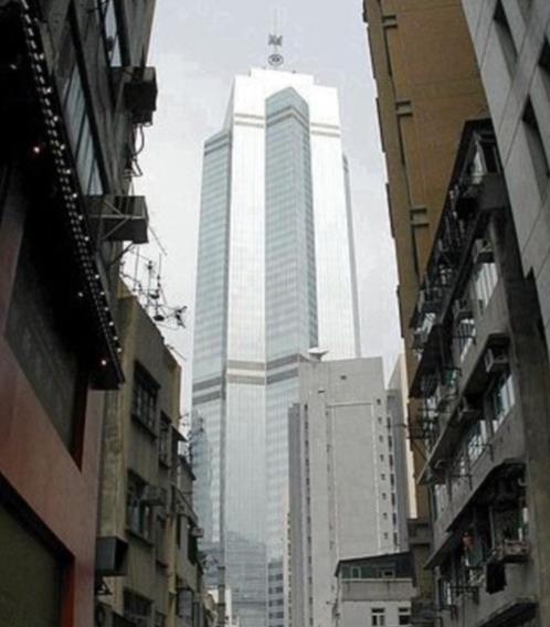 Được xây dựng vào năm 1995, khánh thành vào năm 1998, với điểm nhấn thiết kế sử dụng cấu trúc bằng thép hoàn toàn mà không có lõi bê tông chống lực.