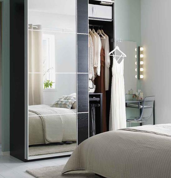 """Sử dụng giương trong phòng ngủ sẽ tạo cho người dùng cảm giác diện tích nhỏ bé được nhân đôi. Các nhà thiết kế nội thất cũng áp dụng thủ thuật này để cho ra đời tủ quần áo cửa gương dành cho phòng ngủ """"mi nhon""""."""