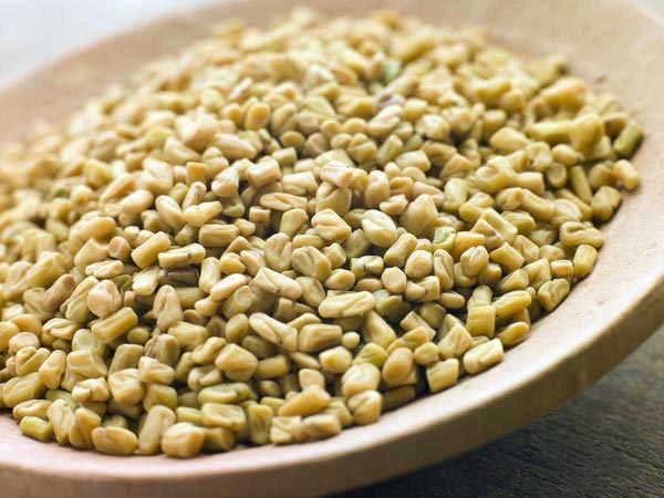 Cỏ cà ri được coi là thực phẩm giữ nhiệt vào mùa đông siêu tốt, có tính chất chống virus giúp loại bỏ cảm lạnh, cảm cúm.