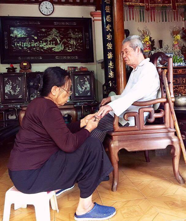 Gần 60 năm bên nhau, họ vẫn cứ yêu nhau như thế, và viết lên một cuộc tình đẹp bằng tình yêu của mình mỗi ngày!