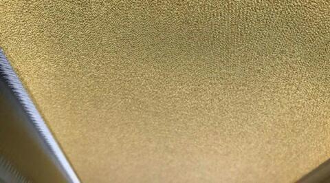 Lớp vải bọc được dát vàng 24 carat.