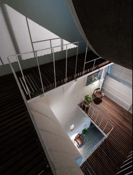 Trên mảnh đất hình chữ nhật ngôi nhà được thiết kế 4 tầng với đầy đủ không gian chức năng rộng thoáng.