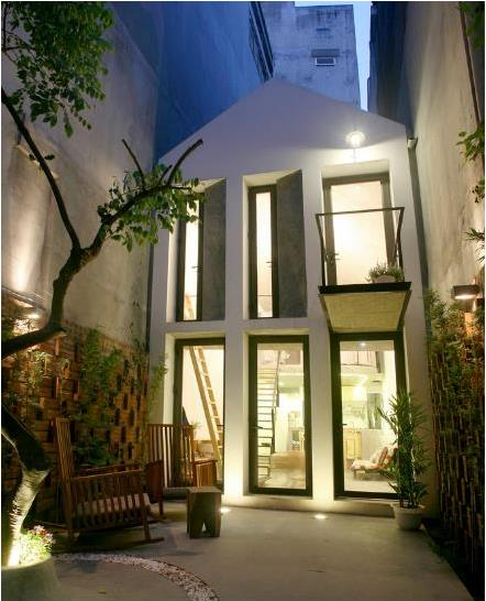 Ngôi nhà nhỏ đẹp lung linh với ánh điện khi về đêm.