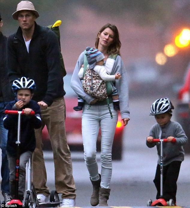 Gia đình 5 người hạnh phúc của Tom và Gisele.