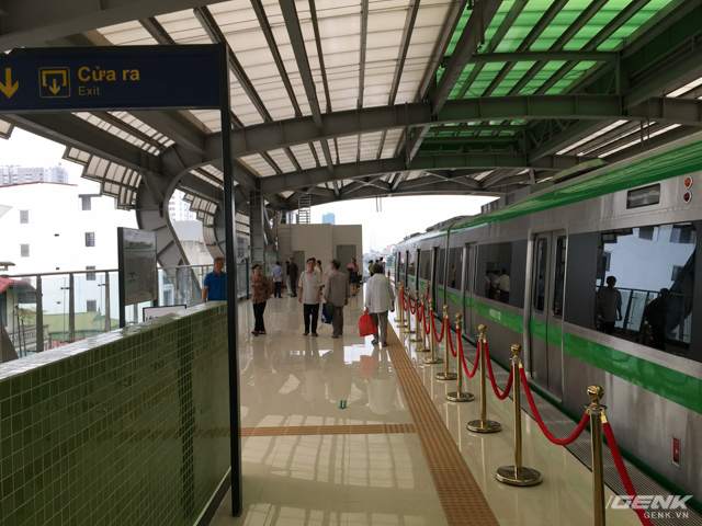 Theo thông tin của BQL, hệ thống cửa ke ga tự động có thể sẽ được lắp đặt trong tương lai. Vào giờ cao điểm, nếu hành khách không may ngã xuống đường ray sẽ rất nguy hiểm, đặc biệt là trẻ em.