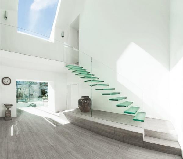 Cầu thang kính được sử dụng rất linh hoạt ở khắp mọi nơi, từ không gian nhà ở cho đến tòa nhà cao cấp, trung tâm thương mại. Diện tích dù lớn hay nhỏ đều có thể lắp đặt cầu thang kính.