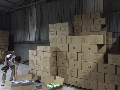 Kho hàng chứa đèn LED Trung Quốc