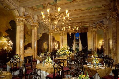 Phòng ăn mô phỏng theo biệt thự Chigi ở Rome.