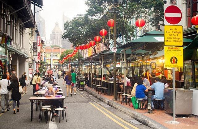 Con phố ẩm thực tại Singapore. Ảnh: Alamy/Zing.vn