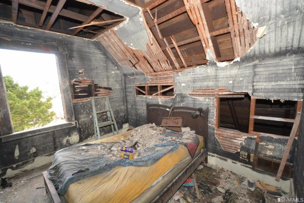 Toàn bộ nội thất đã bị thiêu rụi trong một vụ hỏa hoạn năm 2015.