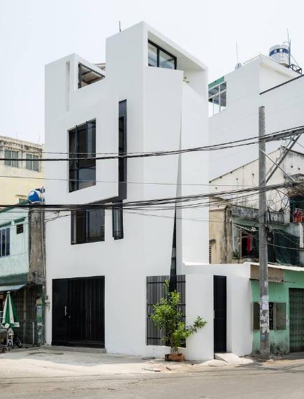 Lợi thế của ngôi nhà là nằm ngay ngã ba nên không bị chắn tầm nhìn.