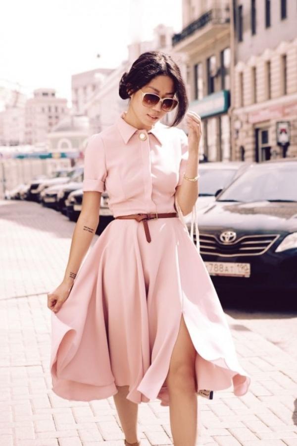 Trang phục màu hồng là một lựa chọn vừa tinh tế, vừa mát mắt, lại có khả năng bảo vệ da trong những ngày nắng nóng. (Ảnh: nguồn Internet).