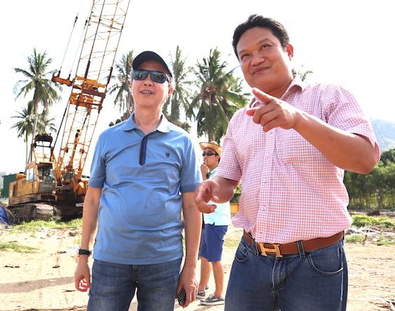 Ông Trần Anh Tài giới thiệu về khu đất rộng hơn 4.000m2 vừa mua được để xây dựng tổ hợp căn hộ khách sạn 5 sao.
