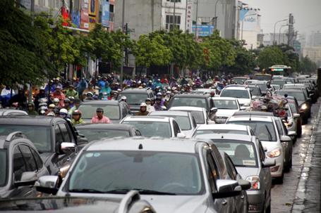 Xe máy quá nhiều là một trong những nguyên nhân gây ra ùn tắc gia thông tại Hà Nội.