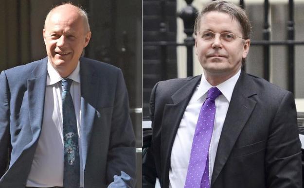 Ông Damian Green (trái) và ông Jeremy Heywood là 2 nhân vật đang dần lấy đi quyền lực của thủ tướng Anh