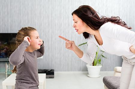 Cấm đoán con giải tỏa cảm xúc một cách tự nhiên chỉ khiến trẻ càng trở nên khó bảo. (Ảnh minh họa).