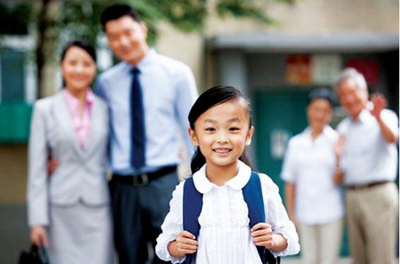Đừng lấy cái lập luận của cha mẹ để áp vào các con cái khiến trẻ em phải khổ sở gồng gánh kiến thức khi còn quá nhỏ (Ảnh minh họa)
