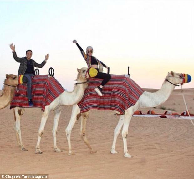 Cô đón năm mới tại Dubai với người bạn đồng hành của mình, Faliq Nasimuddin.