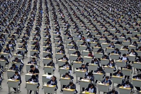 Kỳ thi đại học tập trung tại Trung Quốc được giáo sư Tiền đánh giá là hình thức thi cử tương đối công bằng nếu bỏ đi việc cộng điểm ưu tiên.
