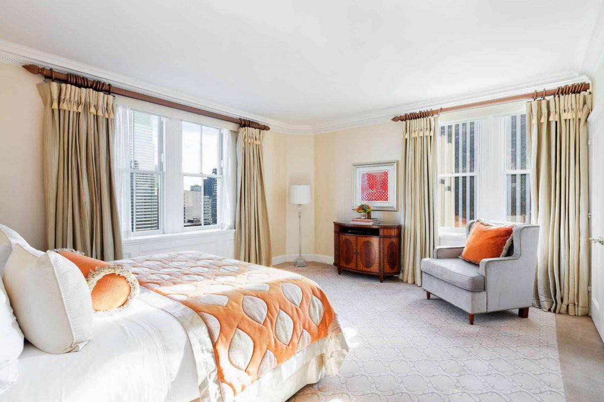 Trong căn hộ này có hai phòng ngủ đẳng cấp President Suite - loại phòng cao cấp nhất trong khách sạn hay còn gọi là Phòng Tổng thống và rất nhiều phòng khác.