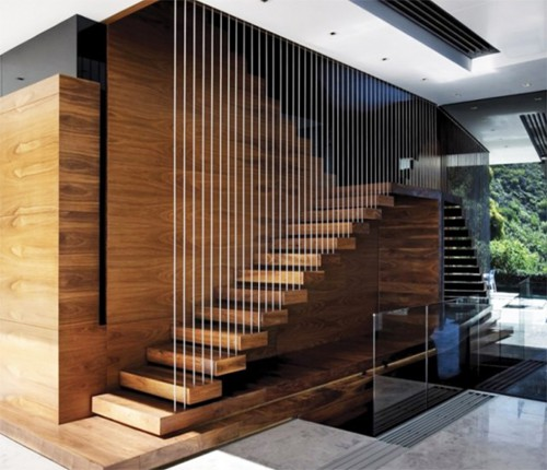 Hệ thống dây cáp được bố trí với mật độ dày theo hướng dọc cầu thang đảm bảo an toàn cho trẻ nhỏ trong nhà.