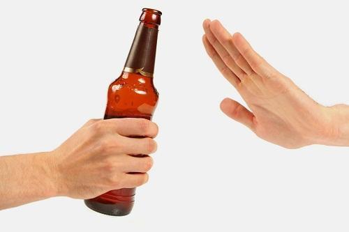 Nói không với các đồ uống có cồn sẽ giúp bạn tránh được nhiều căn bệnh về gan.(Ảnh minh họa).