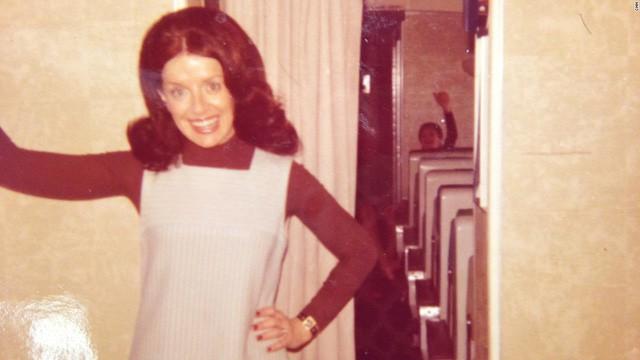 Bette được đi máy bay lần đầu tiên vào năm 16 tuổi. Khi nhìn thấy đoàn tiếp viên hàng không mặc đồng phục lịch sự đi ngang qua, bà Bette đã nghĩ mình sẽ trở thành một tiếp viên.