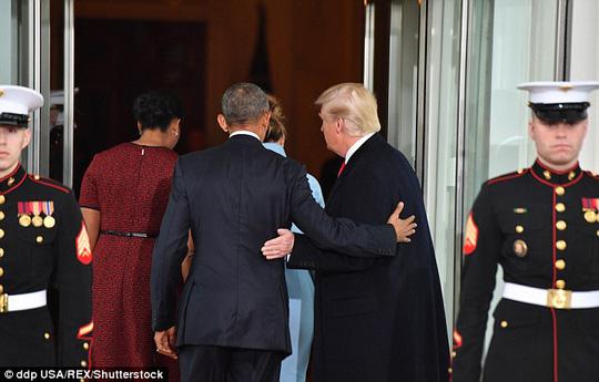Đối với ông Obama, ông Trump tỏ ra hết sức tôn trọng. Ảnh: Shutterstock