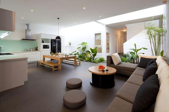 Còn đây là ngôi nhà ống 2 tầng ở quận Gò Vấp, TP. HCM. Không gian ngôi nhà là sự kết hợp hài hòa giữa con người, thiên nhiên.