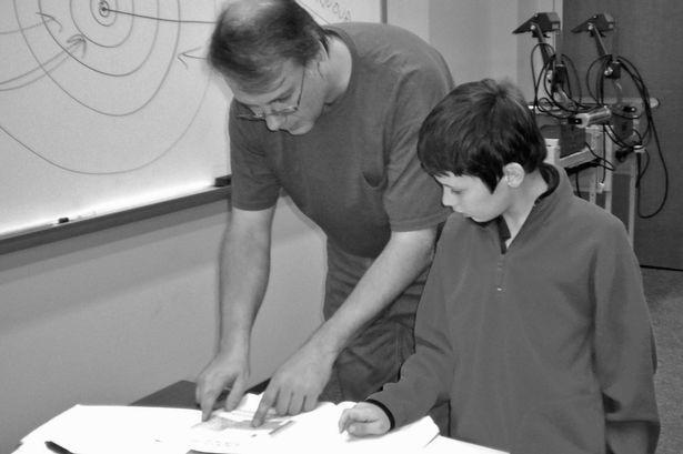 Jacob được khuyến khích theo đuổi và tập trung vào đam mê vật lý của cậu bé.