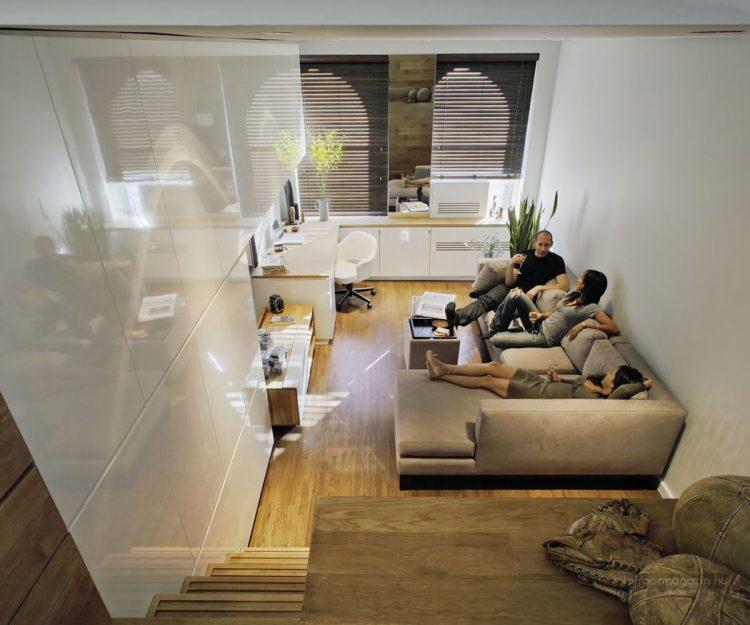 Không gian phòng khách và góc làm việc nhỏ được cô nàng ưu ái dành đặt một vị trí đẹp nhất, thoáng sáng nhất cạnh cửa sổ. Một không gian lý tưởng để chủ nhà tiếp đón bạn bè.