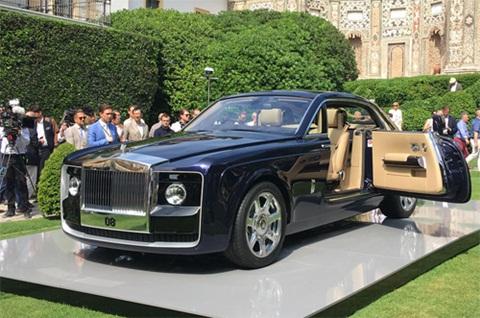 Xe được thiết kế phong cách coupe đặc trưng.